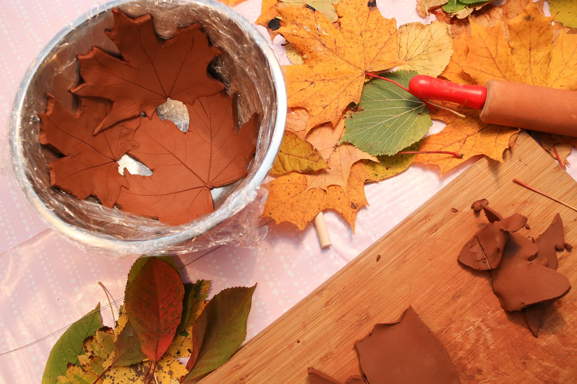 Lövskål av lera