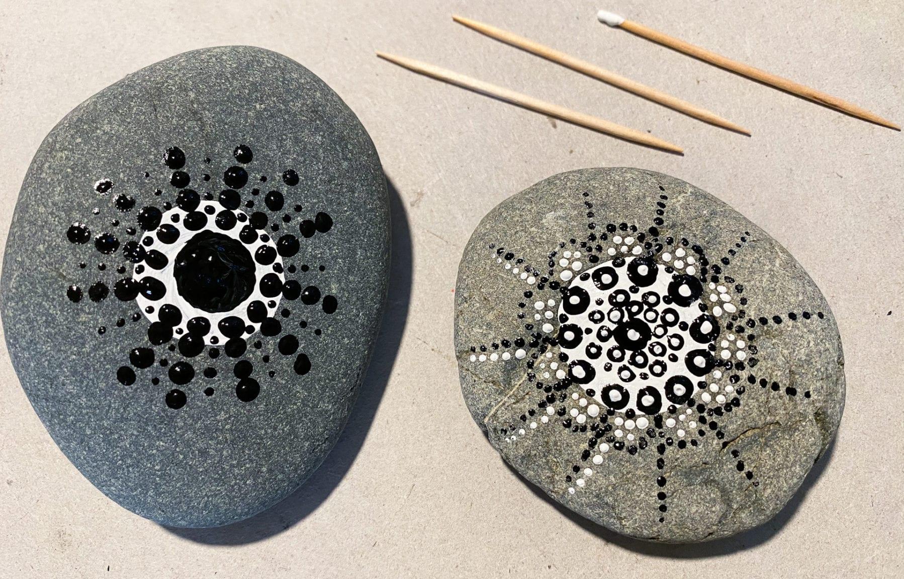 Måla stenar