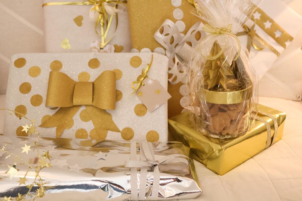 Julklappar och papperspynt