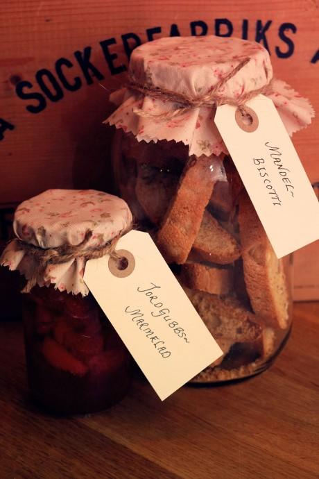 biscotti och marmelad