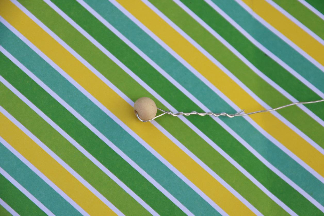 Träkula, ståltråd