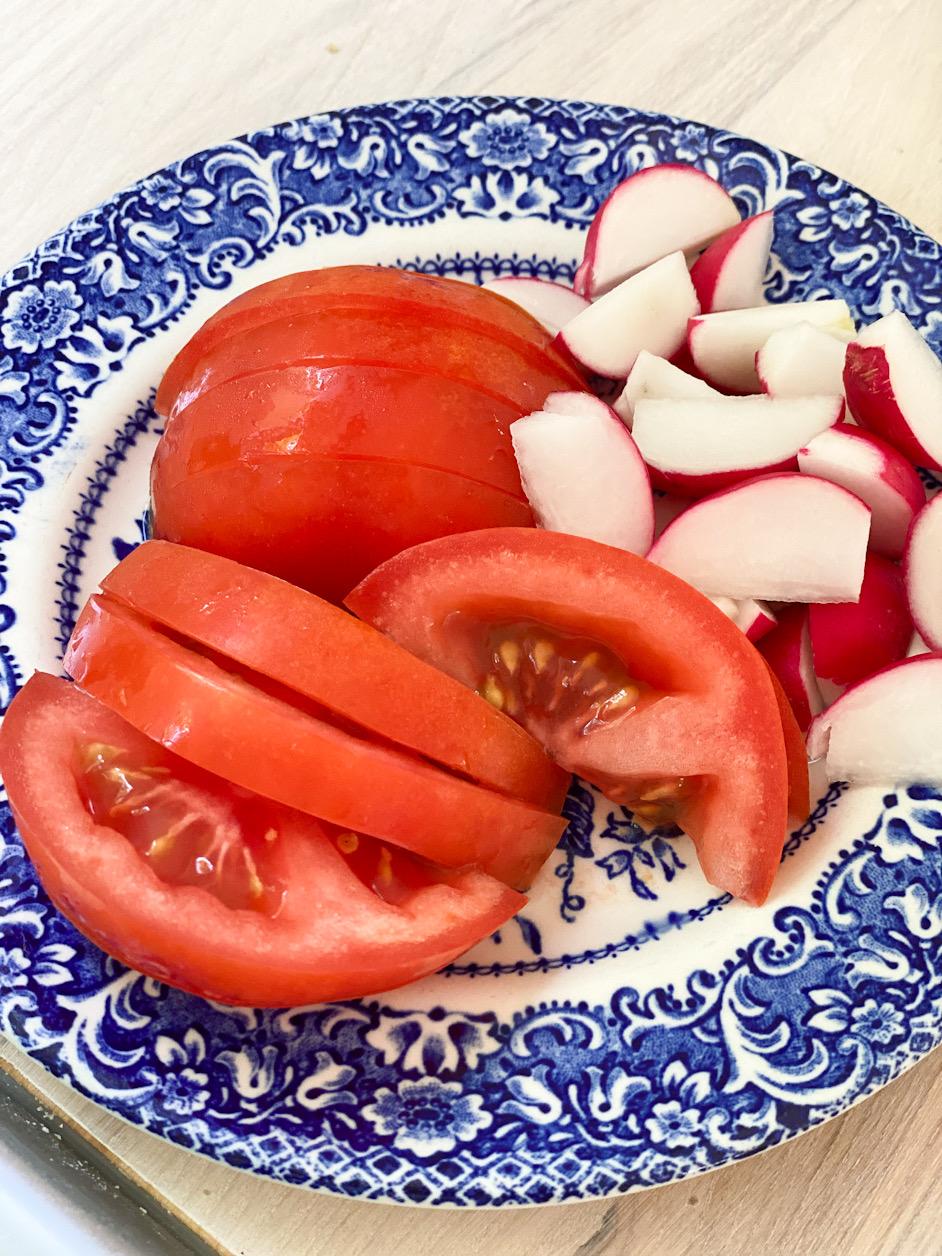 Tomatklyftor och rädisor