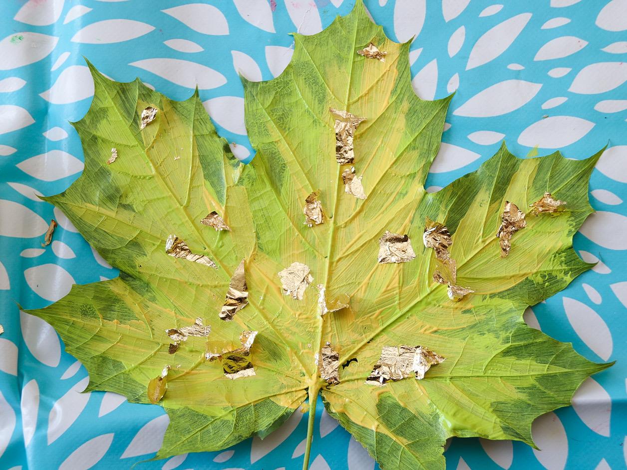 Löv guldflakes